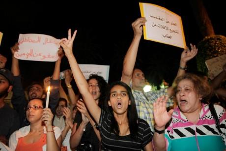 Manifestation contre la grâce royale accordée à Daniel Galvan, le 8 août, à Rabat. REUTERS/Stringer