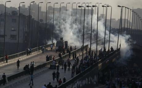 Heurts au Caire après la dispersion de la place Rabaa al Adawiya, le 14 août 2013. REUTERS/Amr Abdallah Dalsh