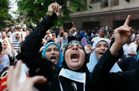 Manifestation des partisans pro-Morsi, le 16 août au Caire. REUTERS/Louafi Larbi