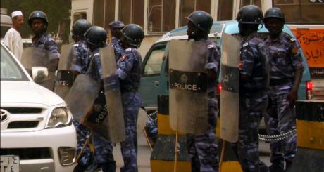 Policiers soudanais à Khartoum, 2011 / REUTERS