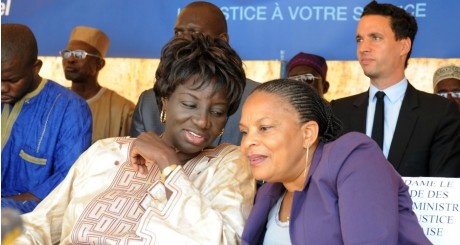 Christiane Taubira (droite) et Aminata Touré (gauche), Dakar, mars 2013 / AFP