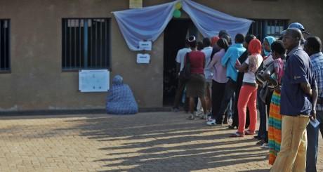 File d'attente devant un bureau de vote, Kigali, 16 septembre 2013 / AFP