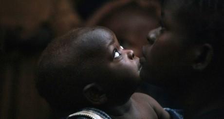 Une mère et son enfant à Bossangoa, Centrafrique / AFP