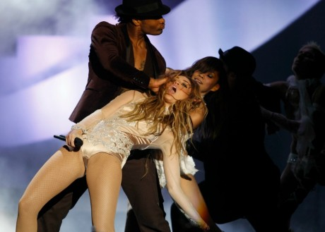 Miley Cyrus sur le plateau des MTV Europe Music Awards, Madrid, 2010. REUTERS/Andrea Comas