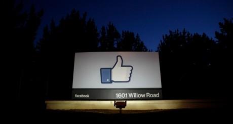 """L'icône """"Like"""" de Facebook dans les locaux de la compagnie, Californie, 18 mai 2012 / REUTERS"""