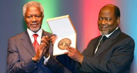 L'ex-président du Mozambique, Joaquim Chissano, est le premier avoir reçu le prix, en 2007 / AFP
