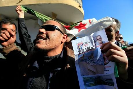 Manifestation, Alger, 6 février 2011. REUTERS/Zohra Bensemra