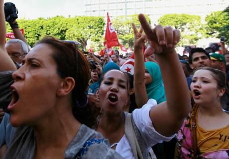 Manifestation appelant à la démission du gouvernement, Tunis, 23 octobre 2013. REUTERS/Anis Mili