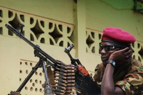 Soldat appartenant à la Séléka, groupe armé à l'origine du coup d'Etat en mars 2013.  REUTERS/Alain Amontchi