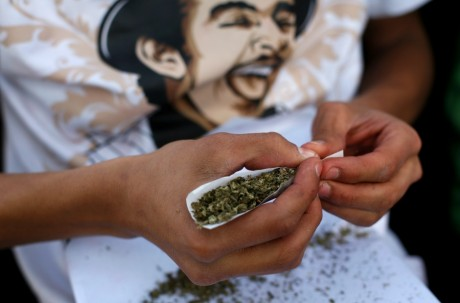 Un joint de Marijuana à Mexico, REUTERS/Tomas Bravo