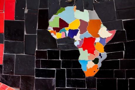 Une carte de l'Afrique faite en carrelage à Rio. AFP/YASUYOSHI CHIBA