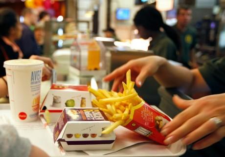 Une employé de McDonald's à Strasbourg, REUTERS/Vincent Kessler