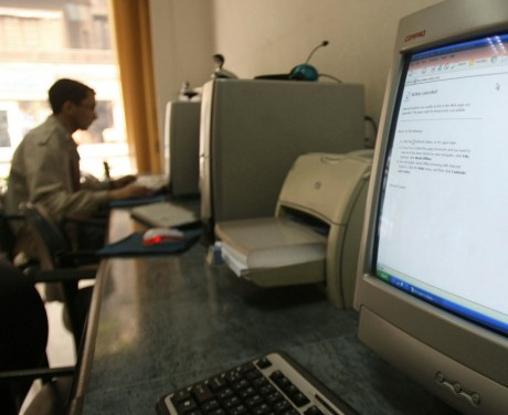Un ordinateur avec un message d'erreur au Caire en Égypte, REUTERS/Amr Dalsh