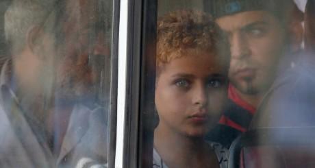 Un enfant syrien secouru par la marine maltaise. REUTERS/Darrin Zammit Lupi