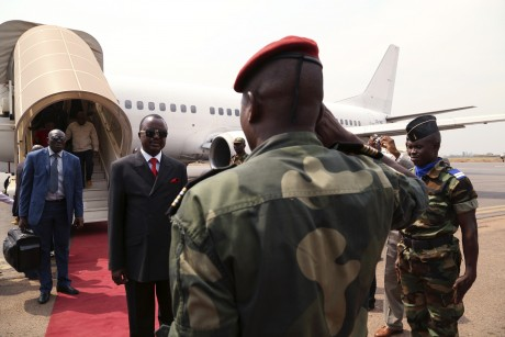 Alexandre Ferdinand Nguendé a l'aéroport de Bangui. REUTERS/Emmanuel Braun