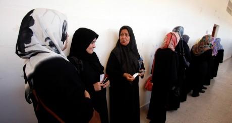 Des Libyennes devant un bureau de vote, Tripoli, juillet 2012. REUTERS/Youssef Boudlal