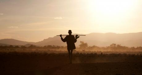 Un pasteur nomade du sud de l'Ethiopie, octobre 2013. REUTERS/Siegfried Modola