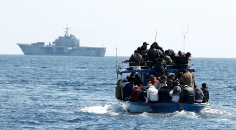 Des immigrés au large de l'île de Lampedusa en Italie, REUTERS/Alessandro Bianchi