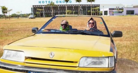 Capture d'écran d'un remake du film Thelma & Louise réalisé par Omar Diop.