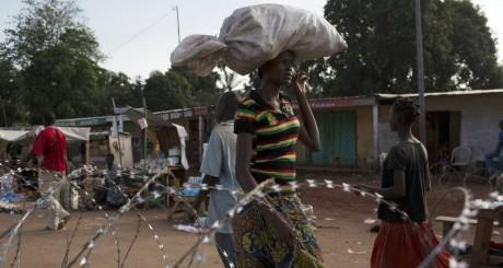 Une Centrafricaine près d'un checkpoint à Bangui / REUTERS