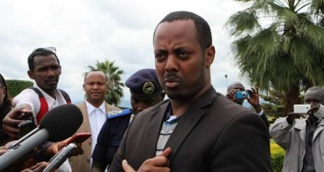 Kizito Mihigo, devant la presse, Kigali, le 15 avril / AFP