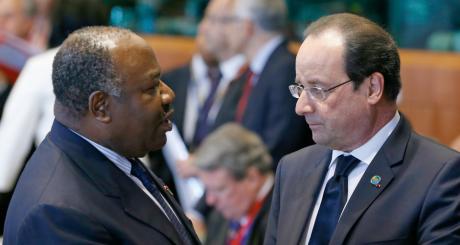 Les présidents gabonais, Omar Bongo, et français, François Hollande, 2 avril, Bruxelles / REUTERS