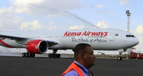 Un avion de Kenya Airways, le 25 octobre 2013, sur l'aéroport de Nairobi. REUTERS/Noor Khamis.