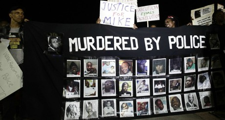 Lors d'une manifestation à Ferguson, le 23 août 2014. REUTERS/Joshua Lott