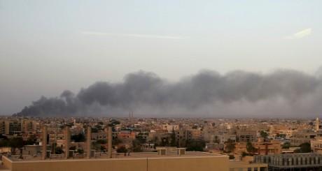 Vagues de fumée après des affrontements Benghazi, août 2014 / REUTERS