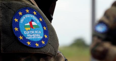 Un soldat français, membre des forces de l'EUFOR-RCA, à l'aéroport de Bangui le 1er mai dernier. | REUTERS/Stringer.