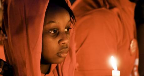 Une jeune nigériane prie pour les 200 lycéennes de Chibok enlevées par Boko Haram. REUTERS/Afolabi Sotunde