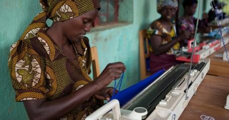 Des femmes rwandais dans une coopérative de tissage. Millennium Promise via Flickr
