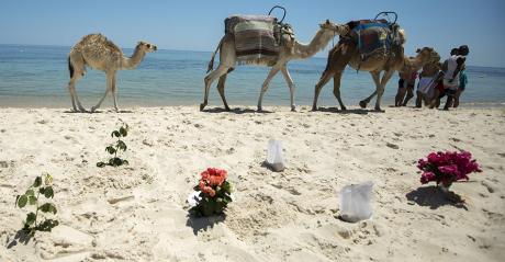 Sur la plage de l'Imperial Marhaba, hôtel attaqué à Sousse, en Tunisie, le 28 juin 2015. REUTERS/Zohra Bensemra