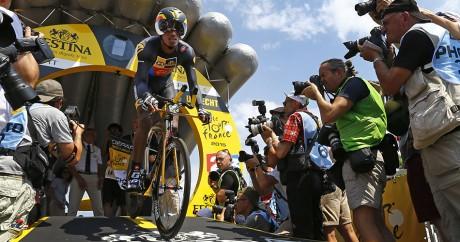 Le coureur érythréen Daniel Teklehaimanot au départ de la 1ère étape du Tour de France 2015. REUTERS/Stefano Rellandini