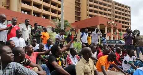 Des manifestants protestent contre le projet de sortie de crise de la Cedeao à Ouagadougou le 20 septembre. Photo: REUTERS/Joe P