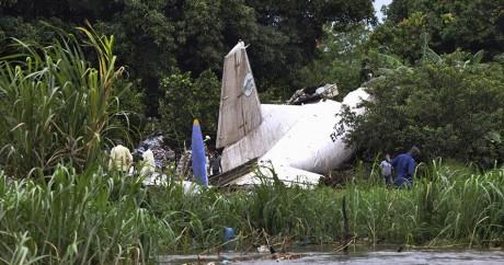 L'avion-cargo russe qui s'est crashé à Juba, le 4 novembre 2015. Crédit photo: REUTERS/Jok Solomun