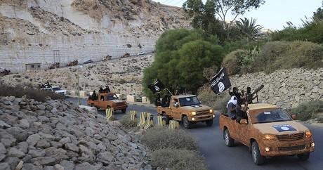 Des combattants de l'Etat islamique à proximité de Dema en Libye, le 3 octobre 2014. Crédit photo: REUTERS/Stringer