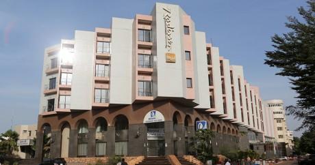 L'hôtel Radisson Blu le 22 novembre, deux jours après la prise d'otages. Crédit photo: REUTERS/Joe Penney