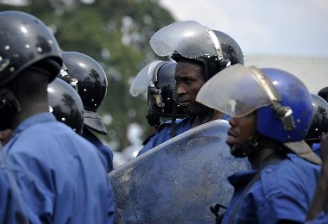 Des policiers burundais, le 1er mai 2015 à Bujumbura AFP SIMON MAINA