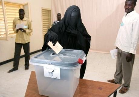 Une femme tchadienne portant la burqa, le 3 mai 2006 à N'Djamena AFP/Archives Issouf Sanogo