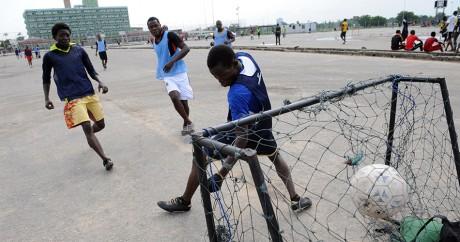 Un match de football amateur à Lagos le 26 mai 2012. Crédit photo: PIUS UTOMI EKPEI / AFP