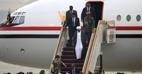 Arrivée d'Omar el-Béchir à l'aéroport de Pékin, le 28 juin 2011. Crédit photo: LIU JIN / AFP