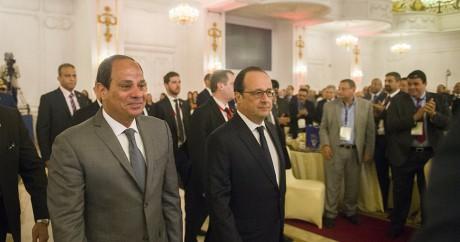 François Hollande en compagnie du président égyptien Al-Sissi, le 18 avril 2016. Crédit photo: KHALED DESOUKI / AFP