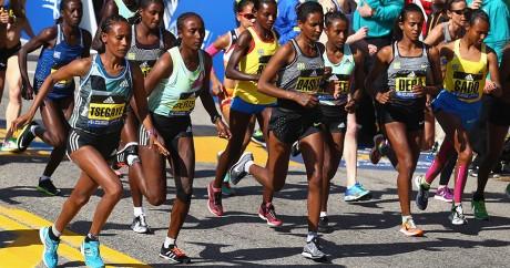 Départ des élites femmes au marathon de Boston 2016. Crédit photo: Tim Bradbury / GETTY IMAGES NORTH AMERICA / AFP