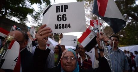 Un hommage aux victimes du vol EgyptAir, le 26 mai 2016 au Caire. KHALED DESOUKI / AFP