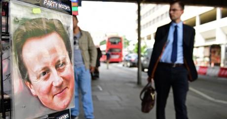 Un masque à l'effigie de David Cameron à vendre dans une boutique à Londres le 24 juin 2016. LEON NEAL / AFP