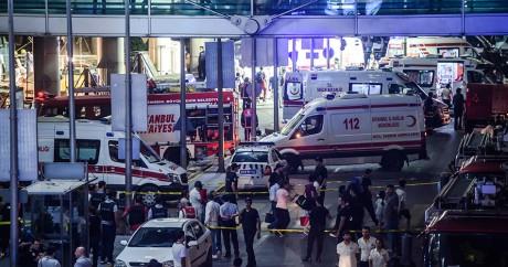 Un triple attentat suicide a tué 41 personnes à l'aéroport d'Istanbul, le 28 juin 2016. OZAN KOSE / AFP