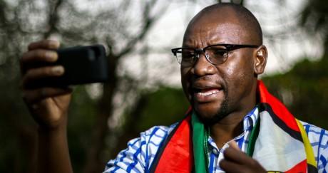 Le pasteur Evan Mawarire, à l'origine de la mobilisation citoyenne sur les réseaux sociaux. Jekesai Njikizana / AFP