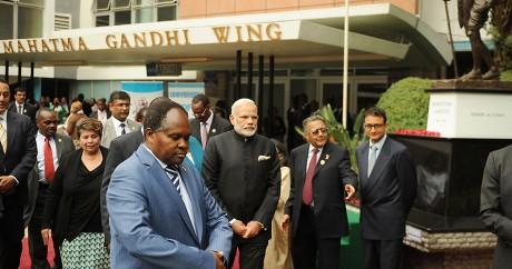 Le Premier ministre indien Modi est reçu par le vice-président l'université de Nairobi, le 11 juillet 2016. T.KARUMBA/AFP