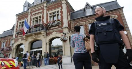 L'attentat de l'église de Saint-Etienne-du-Rouvray a fait un mort et un blessé mardi 26 juillet. CHARLY TRIBALLEAU / AFP